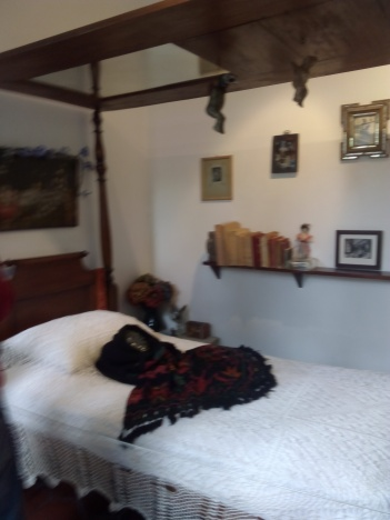 La famosa cama donde Frida comenzó a pintar sus autorretratos.